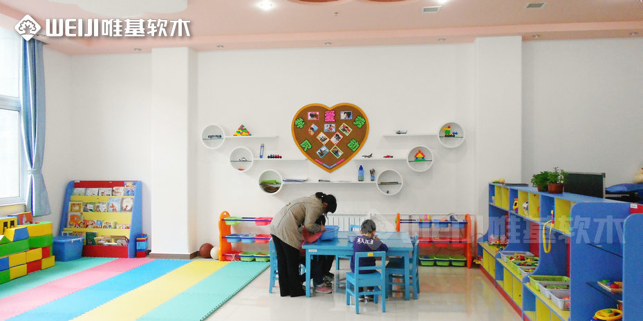 幼儿园软木板照片墙